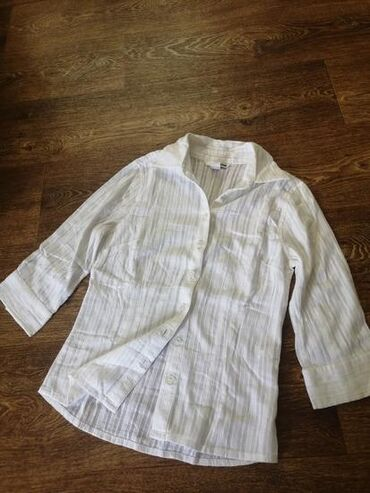 Košulje i bluze | Srbija: Divna bela kosuljica. Velicina s/xs. Ima prelep rad po sebi