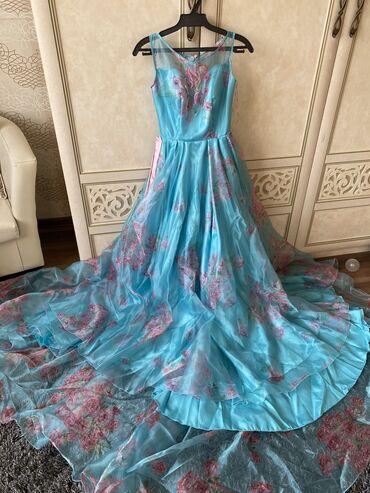 вечерние платья со шлейфом в Кыргызстан: Платье шикарное!!! Срочно продаю платье вечернее, чистый шелк, ткань н
