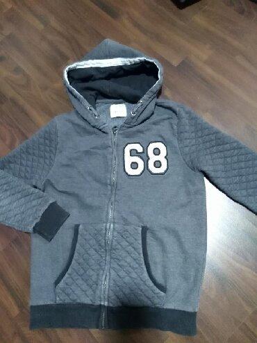 Dečije jakne i kaputi | Ruma: Očuvana duks jakna za dečaka. Veličina 13-14