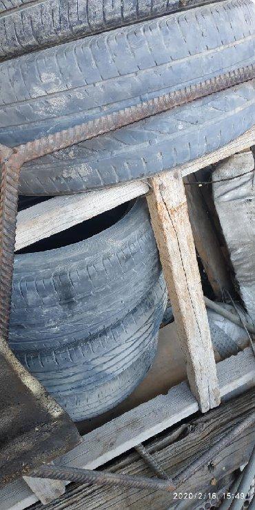 шины 215 55 17 в Кыргызстан: Продаю летнюю резину Bridgestone R17 3 шт прошу 6000 сом размер
