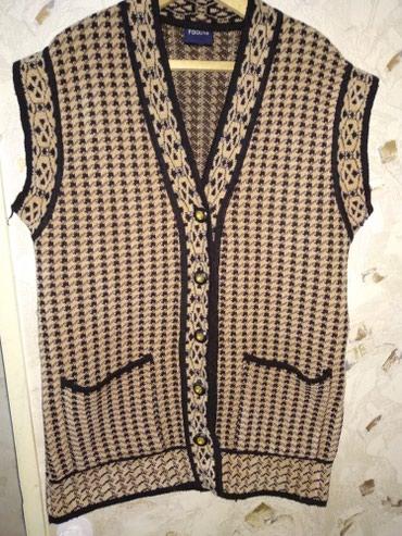 Продам красивый,теплый женский жилет. Размер 52,54.Писать в whatsapp в Бишкек