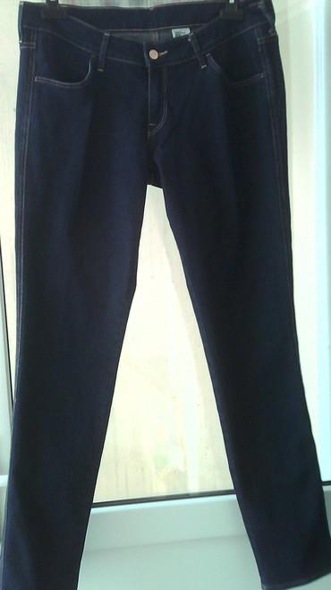 женские летние джинсы в Азербайджан: Продам женские джинсы синего цвета размер 33-32 производство Cambodia