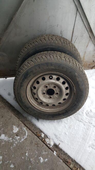 железные диски r14 в Кыргызстан: Зимняя шипованная б/у резина 2 штUNIROYAL 185/70 R14 на железных