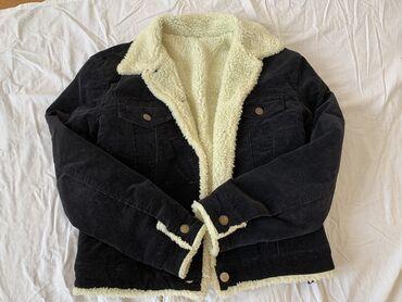 """Ženska jakna u veličini S/M. Jedino """"oštećenje"""" koje ima je nedostatak"""