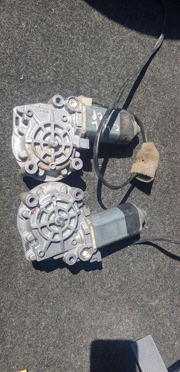Моторчики стеклоподъемника Ауди с4 передняя пара