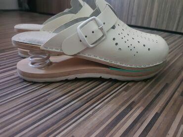 Ženska obuća | Nis: Moderne bele klompe br 37 kao nove placene 3500