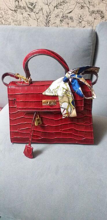 2519 объявлений   СУМКИ: Продаю сумку Hermes(имеется паспорт,длинный ремешок)