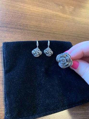 Duzine - Srbija: Predivan set od srebra koji cine mindjuse i prsten cvetnog dizajna