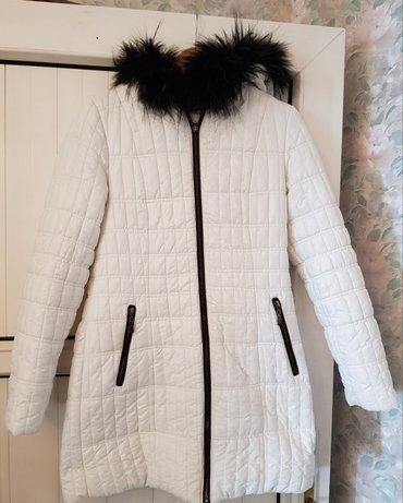 куртка женская, зимняя-демисезонная, цвет белый, мех съёмный, размер 4 в Бишкек