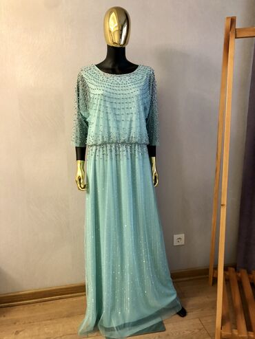 трикотажные платья для полных женщин в Кыргызстан: Платье для взрослых женщин Продаю красивое платье, размер турец.48 (ро