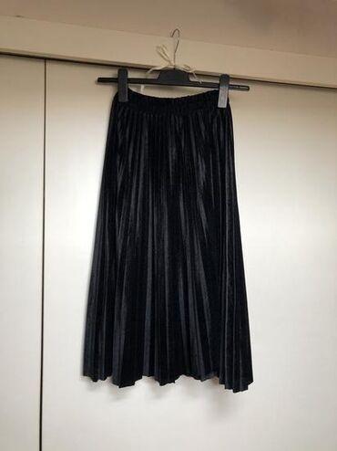 Plisirana plišana suknja, veličina M/L. Nova je, samo skinuta etiketa