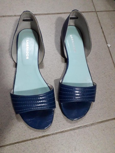 Ženska patike i atletske cipele - Obrenovac: Labrador kožne cipele br 38,očuvane