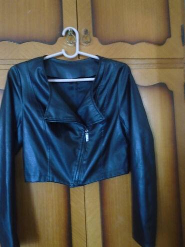 Preslatka kraća, nenošena kožna jaknica, rokerica, ( materijal izgleda