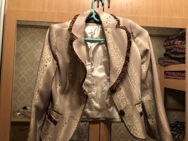 Женский костюмпиджак с юбкой,цена 800 с