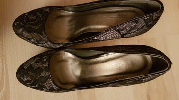 Crne, cipkaste cipele, broj 39, malo nosene. - Bor
