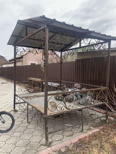 Продаю тапчан крыша из профнастила узоры и стойки металические п