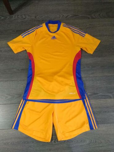 футбол-форма-адидас в Кыргызстан: Футбольное форма новая оригинал размер L Адидас привезена из usa