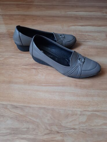 �������������� ������������ ���������� ���� ������������ �� ������������ в Кыргызстан: Продаются ботинки и балетки, кожаные. Одевали пару раз. Не подошёл