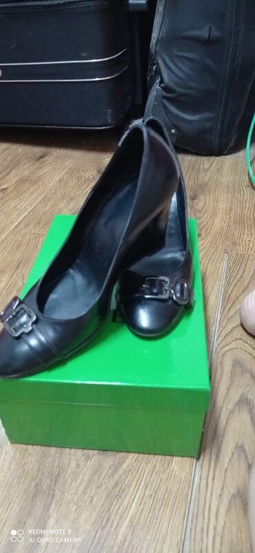 10561 объявлений: Продаю туфли-скала 39 р производства Италия.В отличном