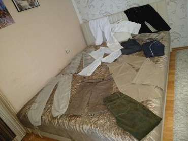 Zenskih-majica - Srbija: Na prodaju veliki paket zenskih pantalona. Sve u vel S, osim zelenih