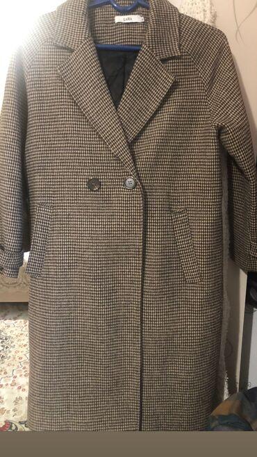Продаю пальто в отличном состоянии размер м можно как оверсайз . С