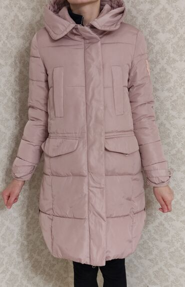 brjuki razmer 46 в Кыргызстан: Зимняя куртка.Цвет пудры.Размер 44-46