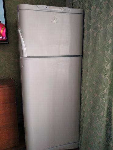Б/у Двухкамерный Белый холодильник Indesit