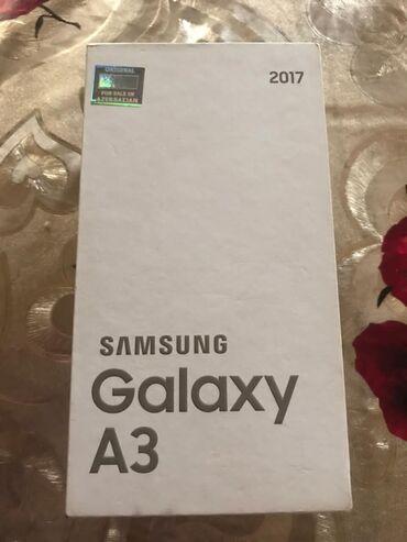 samsung plansetlerin qiymeti в Азербайджан: Б/у Samsung Galaxy A3 2017 16 ГБ Черный