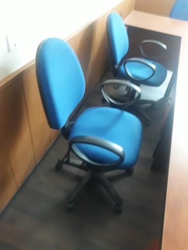Bakı şəhərində Ofis kreslollari ela veziyyetdeddi 9 ededdi qalibdi sekilde gorunduyu