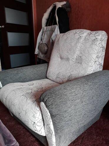 Диваны - Кыргызстан: Продаётся б/у мебель! Диван и 2 кресла.Состояние отличное.Цена