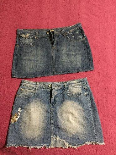 Ženska odeća   Sombor: Dve suknje teksas. Na jednoj pise 38, na dr 31 br,, ali su veci modeli