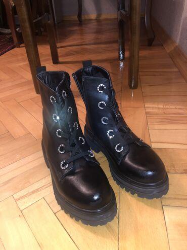 женские замшевые ботильоны в Азербайджан: Недавно купила, пару раз одела, размер 37, моя нога 36,6 все же больше