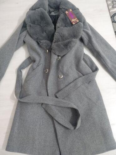 Продаю пальто новый .44 размер. Отдам за 1000
