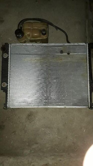 Продаю привозной радиатор в оригинале с расширительным бачком в