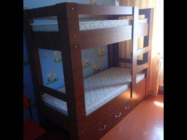 Продам двухярусную кровать в отличном состоянии с матрасами. в Чолпон-Ата