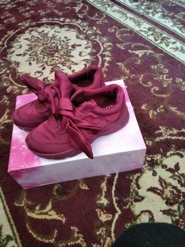 спортивная обувь кроссовки в Ак-Джол: Кроссовки и спортивная обувь