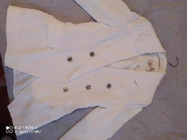 Брючный костюм женский вечерний - Кыргызстан: Продаю очень красивый новый с этикеткой турецкий белый пиджак. Ни