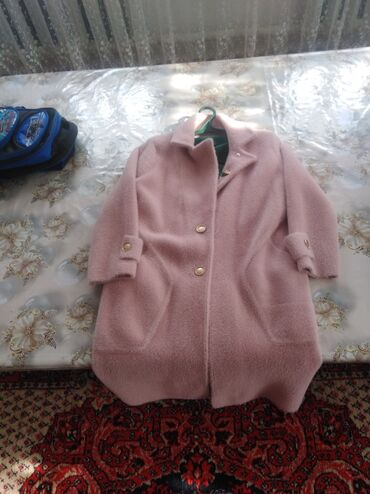 Продаю пальто лама, почти новая одевала 1 раз, размер стандарт