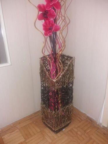 Ručni rad. Veća korpa, visina je 52 cm. Predviđena za cvetnu