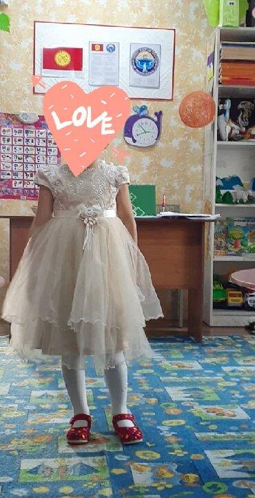 Продаю нарядное платье. Бежевого цвета. Одевали всего пару раз