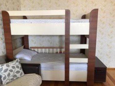 Bakı şəhərində Qehveyi ve krem rengli iki mertebe yatak matrasla birge satilir eni 9