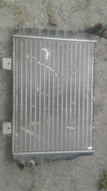 Срочно продаю рещетка радиатор на ВАЗ 7. Состояние среднее рабочая