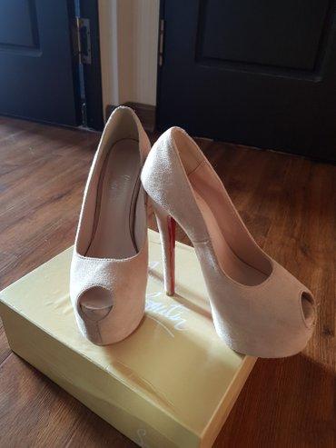 Продаю туфли в идеальном состоянии.Размер 36,на узкую ножку,высота