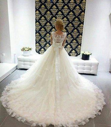 свадебное платье , подол украшен 3д бабочками , верх из нежного белого в Бишкек