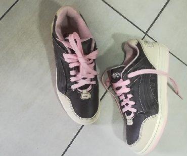Ženska patike i atletske cipele | Batajnica: Prelepe kožne br 38 UVOZ Španija Unikatan model Izuzetno kvalitetne Ve