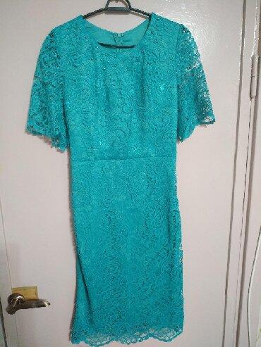 гипюр платье в Кыргызстан: 1.Платье новое атлас+гипюр, цвет молоко+милори, размер 42, в комплекте