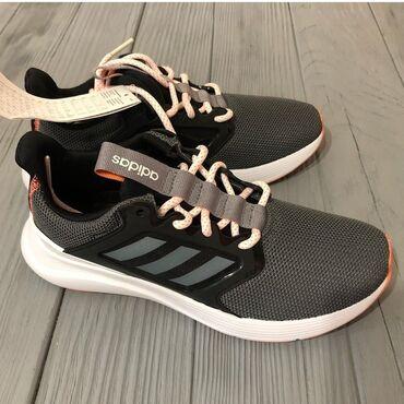 Мужская обувь - Кыргызстан: Продаю ботосы фирмы Adidas(ОРИГИНАЛ). Размер 36. Заказывала из Америки