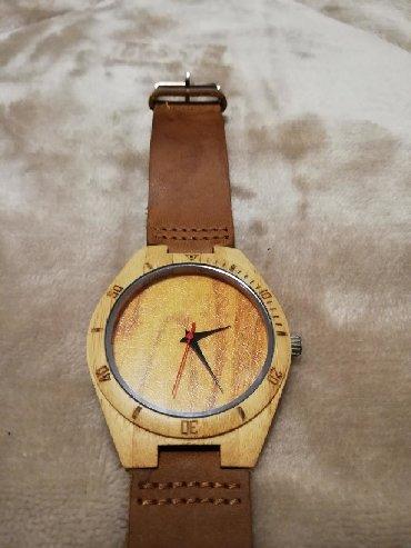 Πωλείται ανδρικό ξύλινο ρολόι με δερμάτινο λουράκι σε άριστη