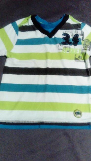 Dečija odeća i obuća   Batajnica: Turska majica vrhunskog kvaliteta obučena par puta, jedno dete nosilo