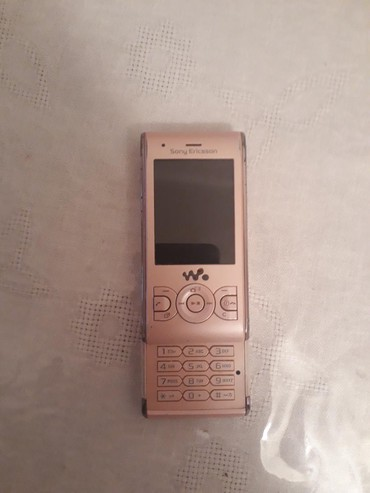 Sony Ericsson - Bakı: Arxa krışkası skoçla bağlanır,işləyir